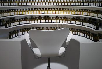 Orgue à Parfums, outil de travail du nez artisan ou du nez artiste ? Musée du Parfum, Paul Nicoud - CC BY 4.0