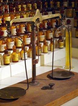 Orgue à parfums de Jean Carles, 1ère moitié du XXe s., Musée International du Parfum, Grasse